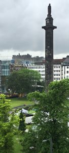 Melville monument and St Andrews Square with the castle in the background